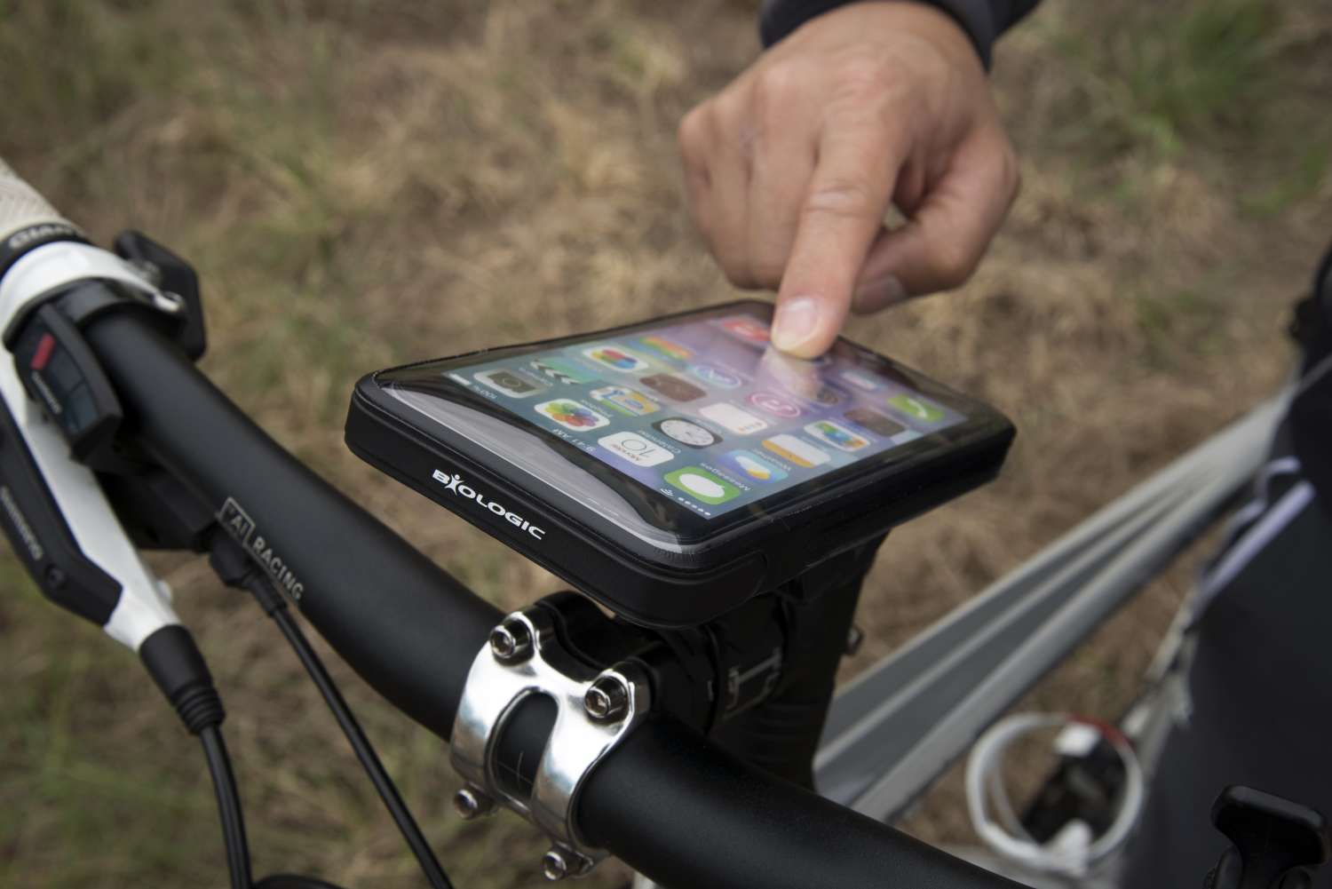 BioLogic-BM-WeatherCase-iPhone-6-Plus-MTB-10